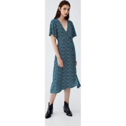 Sukienka midi w kwiaty z guzikami. Zielone sukienki z falbanami Pull&Bear, w kwiaty, midi. Za 139,00 zł.