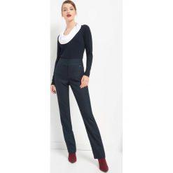 Spodnie z wysokim stanem. Czarne spodnie z wysokim stanem marki Orsay, xs, z bawełny, z dekoltem na plecach. Za 119,99 zł.