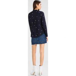 Koszule wiązane damskie: Vero Moda VMDOTTY  Koszula night sky/white