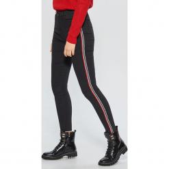 Jeansy HIGH WAIST - Czarny. Czarne spodnie z wysokim stanem marki House, z jeansu, z podwyższonym stanem. Za 99,99 zł.