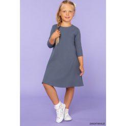 Sukienka trapezowa, model 24, brudny niebieski. Niebieskie sukienki dziewczęce z falbanami Pakamera, z tkaniny, eleganckie. Za 89,00 zł.