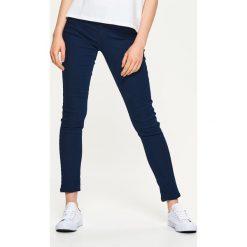 Denimowe jegginsy - Granatowy. Niebieskie legginsy Cropp, z jeansu. Za 59,99 zł.