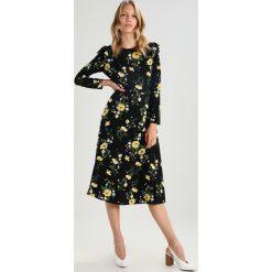 Sukienki hiszpanki: Dorothy Perkins RUFFLE FLORAL MIDI Sukienka letnia black/yellow