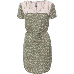 Sukienki: Sukienka z wiązanym paskiem bonprix oliwkowo-pastelowy jasnoróżowy z nadrukiem
