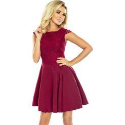 Sukienka rozkloszowana MARIA z koronką - bordowa. Czerwone sukienki koronkowe marki numoco, s, w koronkowe wzory, rozkloszowane. Za 189,99 zł.