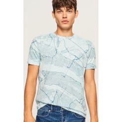 T-shirt z nadrukiem mapy - Niebieski. Białe t-shirty męskie z nadrukiem marki Reserved, l, z dzianiny. Za 49,99 zł.
