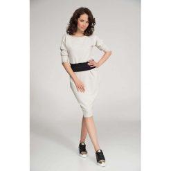 Beżowa Sukienka Dresowa z Kimonowym Rękawem. Szare sukienki balowe marki bonprix, melanż, z dresówki, z kapturem, z długim rękawem, maxi. W wyprzedaży za 69,93 zł.