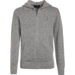 Polo Ralph Lauren HOOD Kardigan grey heather. Niebieskie swetry chłopięce marki Adidas, z kontrastowym kołnierzykiem, z krótkim rękawem. W wyprzedaży za 559,30 zł.