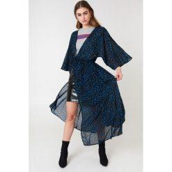 NA-KD Boho Szyfonowa sukienka płaszczowa - Multicolor. Niebieskie długie sukienki marki NA-KD Boho, na imprezę, w koronkowe wzory, z koronki, boho, na ramiączkach. Za 80,95 zł.