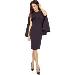 Czarna Sukienka z Rozciętą Narzutką. Czarne sukienki hiszpanki Molly.pl, na imprezę, l, z dekoltem na plecach, midi, dopasowane. Za 198,90 zł.