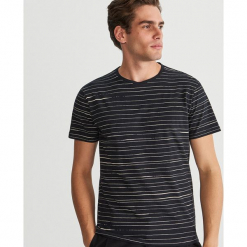 Bawełniany T-shirt w paski - Czarny. Czarne t-shirty męskie Reserved, l, w paski, z bawełny. Za 39,99 zł.