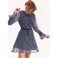 Sukienki: SUKIENKA DAMSKA Z NADRUKIEM W KWIATY, Z FALBANKAMI