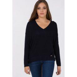 Swetry klasyczne damskie: Sweter z ozodbnymi guzikami