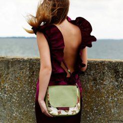 Torebki klasyczne damskie: BAMBI – mała torebka – róże i zieleń