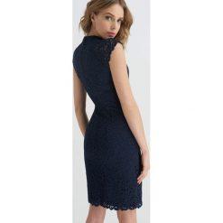 Sukienki: Ołówkowa sukienka z koronki