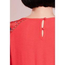 MAX&Co. PAGINA Sukienka letnia red. Czerwone sukienki letnie marki MAX&Co., z materiału. W wyprzedaży za 609,50 zł.