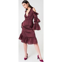 NA-KD Party Sukienka midi z odkrytymi ramionami - Red,Purple. Niebieskie sukienki mini marki Reserved, z odkrytymi ramionami. Za 60,95 zł.