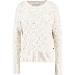 Swetry klasyczne damskie: Part Two IVIRRA Sweter white melange