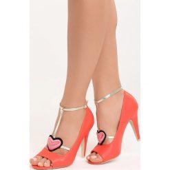 Czerwone Sandały Love Story. Czerwone sandały damskie marki Born2be, z haftami, na wysokim obcasie. Za 79,99 zł.