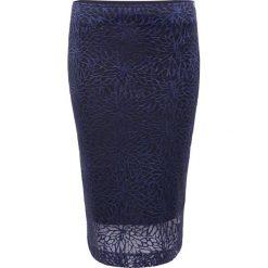 Spódnica. Niebieskie minispódniczki Simple, w koronkowe wzory, z koronki, dopasowane. Za 179,90 zł.