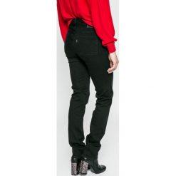 Levi's - Jeansy 712. Brązowe jeansy damskie marki Levi's®, z bawełny. W wyprzedaży za 249,90 zł.