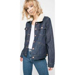 Wrangler - Kurtka. Szare kurtki damskie jeansowe marki Wrangler, na co dzień, m, z nadrukiem, casualowe, z okrągłym kołnierzem, mini, proste. W wyprzedaży za 269,90 zł.