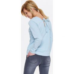 Bluzy rozpinane damskie: BLUZA DAMSKA Z DEKOLTEM NA PLECACH I ŚCIĄGACZAMI