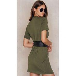 Boohoo Sukienka gorsetowa typu T-Shirt - Green. Czarne sukienki mini marki Boohoo, l, z poliesteru. W wyprzedaży za 45,98 zł.
