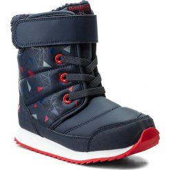 Śniegowce Reebok - Snow Prime BS7778 Navy/Cobalt/Dust/Red. Szare buty zimowe chłopięce marki Reebok, l, z dzianiny, z okrągłym kołnierzem. W wyprzedaży za 159,00 zł.