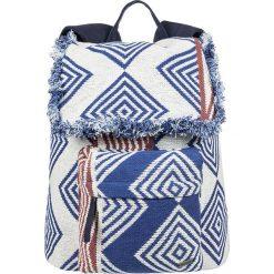 """Plecak """"Feeling Latino"""" w kolorze biało-niebieskim - 30 x 43 x 11 cm. Białe plecaki męskie Roxy, z tkaniny. W wyprzedaży za 130,95 zł."""