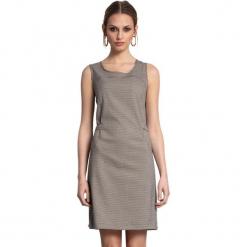Sukienka w kolorze szarym. Szare sukienki marki Almatrichi, s, w kratkę, z okrągłym kołnierzem, midi, proste. W wyprzedaży za 169,95 zł.