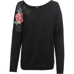"""Sweter z dekoltem """"carmen"""" bonprix czarny. Niebieskie swetry klasyczne damskie marki bonprix, na lato, w kwiaty, z asymetrycznym kołnierzem. Za 99,99 zł."""