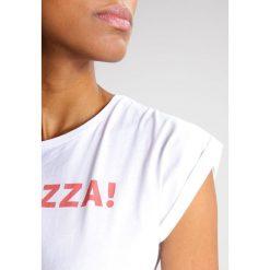 T-shirty damskie: Saint Noir PIZZA Tshirt z nadrukiem white