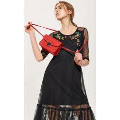 Torebki klasyczne damskie: Mała torebka z metalowym zapięciem – Czerwony