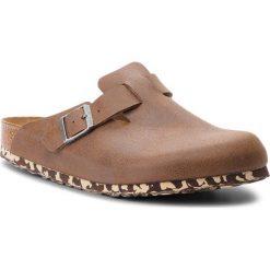Klapki BIRKENSTOCK - Boston Bs 1012260 Sandwashed Brown. Brązowe klapki męskie marki OLAIAN, z kauczuku. W wyprzedaży za 349,00 zł.
