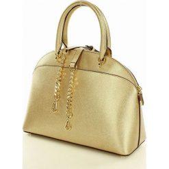 Ekskluzywna kuferek  MICHAEL KORS PALE GOLD. Czarne kuferki damskie marki Michael Kors, w paski, ze skóry, na ramię. Za 999,00 zł.