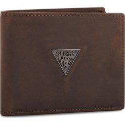 Duży Portfel Męski GUESS - SM2501 LEA24  BRO. Brązowe portfele męskie marki Guess, z nubiku. Za 279,00 zł.