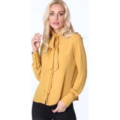 Koszula z żabotem i wiązaniem miodowa MP26010. Pomarańczowe koszule wiązane damskie Fasardi, m, z żabotem. Za 63,20 zł.