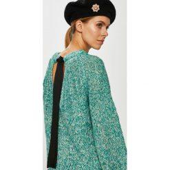 Vero Moda - Sweter Sylvie. Niebieskie swetry klasyczne damskie marki Vero Moda, l, z dzianiny, z okrągłym kołnierzem. Za 149,90 zł.