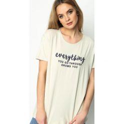 Beżowy T-shirt Influencer. Brązowe bluzki nietoperze marki Born2be, l, z napisami, z okrągłym kołnierzem, z krótkim rękawem. Za 39,99 zł.