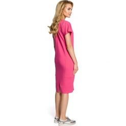 MUSETTA Sukienka ołówkowa z ozdobną stójką - fuksja. Czerwone sukienki balowe Moe, na co dzień, s, z bawełny, ze stójką, ołówkowe. Za 129,99 zł.