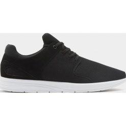 Buty męskie: Czarne buty sportowe z technicznego materiału