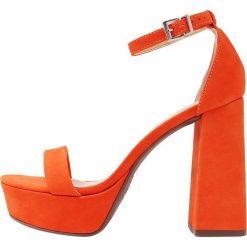 Rzymianki damskie: Schutz Sandały na obcasie bright orange