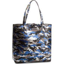 Torebka GUESS - HWCM64 22250  BCB. Czarne torebki klasyczne damskie marki Guess, z aplikacjami, ze skóry ekologicznej, duże. W wyprzedaży za 449,00 zł.