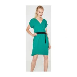 Sukienki: Sukienka z paskiem