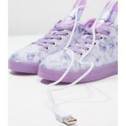 Geox KOMMODOR GIRL Tenisówki i Trampki light lilac/lilac. Fioletowe trampki chłopięce marki Geox, z materiału. Za 329,00 zł.