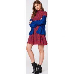 NA-KD Boho Sukienka z bufiastym rękawem - Red,Multicolor. Niebieskie długie sukienki marki NA-KD Boho, na imprezę, w koronkowe wzory, z koronki, boho, na ramiączkach. W wyprzedaży za 113,37 zł.
