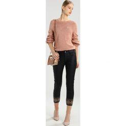 Cream DITTE PANTS KATY  Jeans Skinny Fit pitch black. Czarne boyfriendy damskie Cream. W wyprzedaży za 356,15 zł.