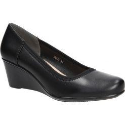 Czarne półbuty na koturnie Sergio Leone 38111. Czarne buty ślubne damskie marki Sergio Leone. Za 88,99 zł.