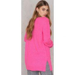 Swetry oversize damskie: Trendyol Długi sweter z głębokim dekoltem – Pink
